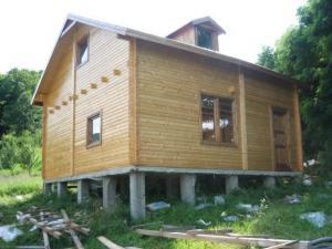 Casa ampoita case din lemn cabane casute de gradina for Case din lemn pret 5000 euro