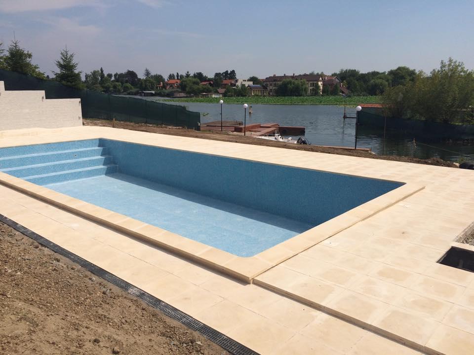 Borduri piscine piatra calcar dalepietra pietra s r l for Constructii piscine